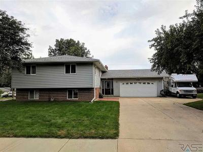 Sioux Falls, Harrisburg, Brandon, Tea, Worthington, Lennox, Canton, Hartford, Crooks, Renner, Humboldt Single Family Home For Sale: 5701 W 51st St