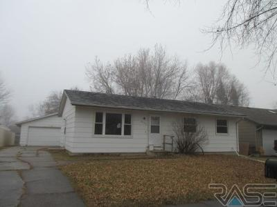 Sioux Falls, Harrisburg, Brandon, Tea, Worthington, Lennox, Canton, Hartford, Crooks, Renner, Humboldt Single Family Home For Sale: 5108 E 17th St