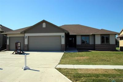 Single Family Home For Sale: 5709 East Meadow Oak Cir
