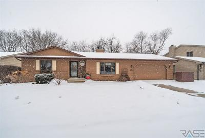 Sioux Falls Single Family Home For Sale: 2321 S Woodbine Ln