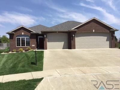 Single Family Home For Sale: 2604 E Winston Cir