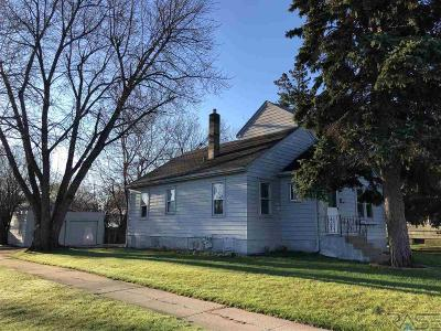 Sioux Falls Single Family Home For Sale: 3112 S Phillips Ave