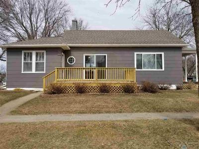 Dell Rapids Single Family Home For Sale: 801 N Vermont Ave
