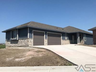 Sioux Falls Single Family Home For Sale: 812 E Shadow Creek Ln