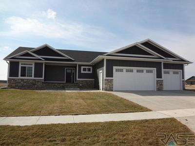 Sioux Falls Single Family Home For Sale: 701 E Shadow Creek Ln