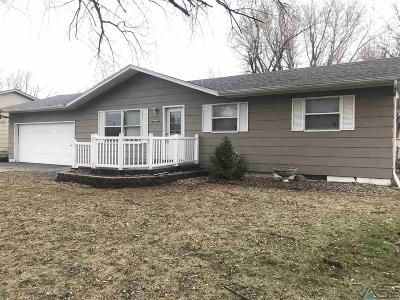 Sioux Falls, Harrisburg, Brandon, Tea, Worthington, Lennox, Canton, Hartford, Crooks, Renner, Humboldt Single Family Home For Sale: 4105 E Ronning Dr