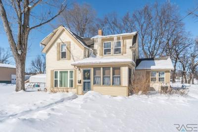 Dell Rapids Single Family Home For Sale: 512 E 2nd St
