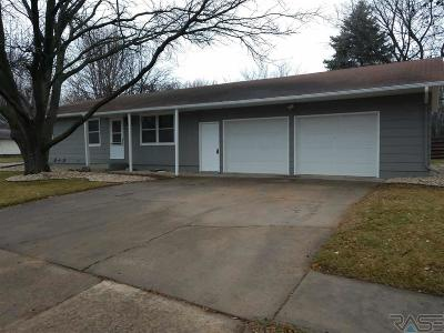 Sioux Falls Single Family Home For Sale: 6104 W Essex Dr