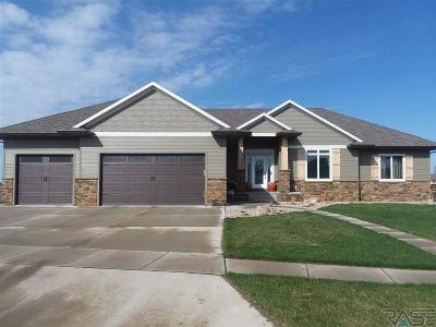 Sioux Falls Single Family Home For Sale: 8005 S Pinewood Ave