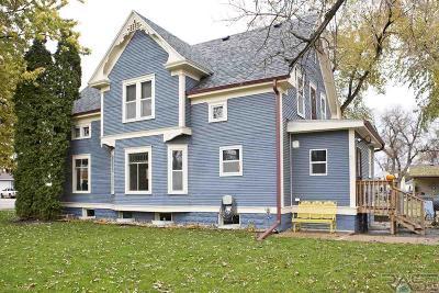 Sioux Falls, Harrisburg, Brandon, Tea, Worthington, Lennox, Canton, Hartford, Crooks, Renner, Humboldt Single Family Home For Sale: 221 W 2nd Ave