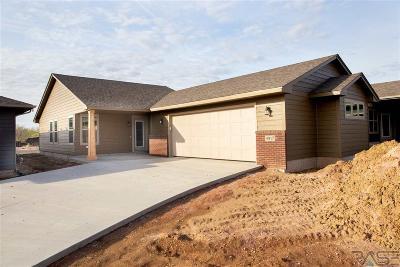 Sioux Falls Single Family Home For Sale: 4917 E Villa Ridge St