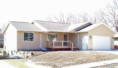 Sioux Falls SD Single Family Home For Sale: $254,900