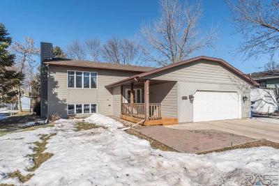 Brandon Single Family Home For Sale: 201 S Oak Ridge Rd