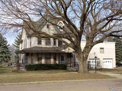 Single Family Home For Sale: 410 Broad St