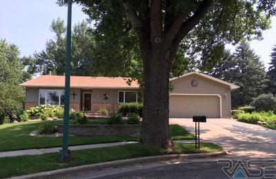 Sioux Falls Single Family Home For Sale: 4420 S Oak Ridge Ave