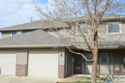 Sioux Falls Condo/Townhouse For Sale: 905 S Joseph Pl