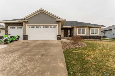 Sioux Falls Single Family Home For Sale: 2012 S Firefly Dr