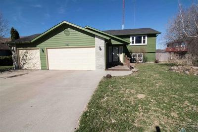 Sioux Falls Single Family Home Active - Contingent Misc: 643 N Solar Dr