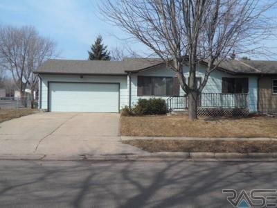 Sioux Falls Single Family Home For Sale: 5003 S Drexel Dr