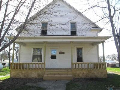 Single Family Home Sale Pending: 217 S Clark Ave