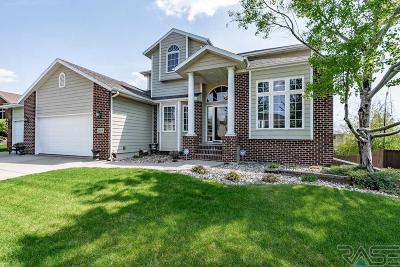 Sioux Falls Single Family Home For Sale: 1605 W Thora Cir