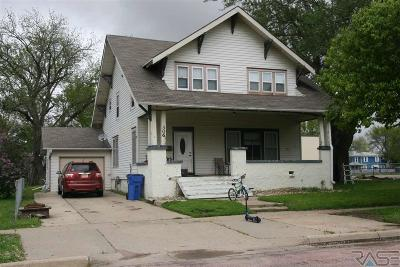 Single Family Home Active-New: 306 W Elm St