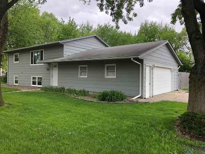 Sioux Falls Single Family Home Active - Contingent Misc: 6600 W Essex Dr