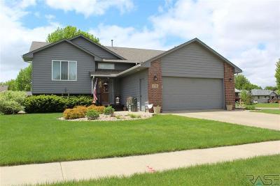 Sioux Falls, Harrisburg, Brandon, Tea, Worthington, Lennox, Canton, Hartford, Crooks, Renner, Humboldt Single Family Home For Sale: 5701 S Chuck Dr