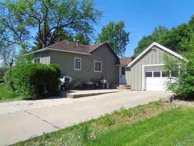 Dell Rapids Single Family Home Active - Contingent Misc: 909 N Garfield Ave