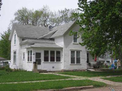 Dell Rapids Single Family Home For Sale: 805 N Washington Ave