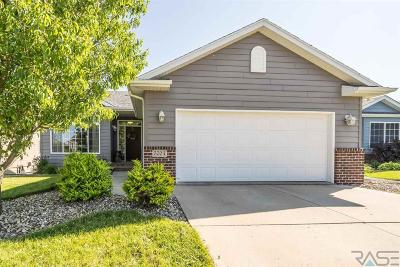 Sioux Falls Single Family Home For Sale: 5704 W Oakcrest Dr