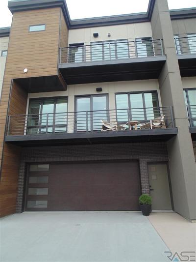Sioux Falls Condo/Townhouse For Sale: 2814 S Oriya Pl