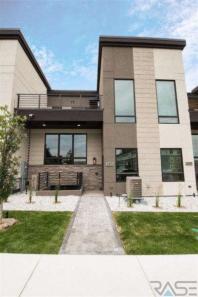 Sioux Falls Condo/Townhouse For Sale: 2815 S Terry Ave