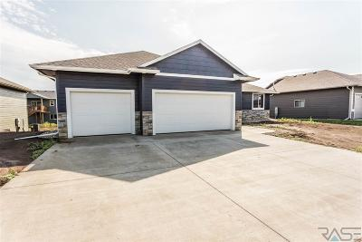 Sioux Falls SD Single Family Home Active - Contingent Home: $330,000