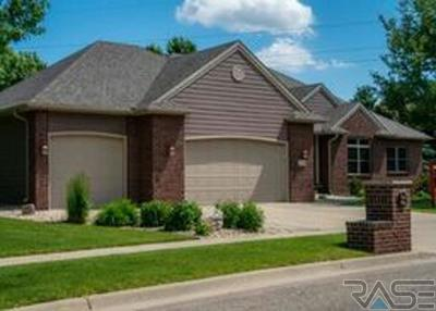 Sioux Falls Single Family Home For Sale: 1100 S Honeysuckle Trl