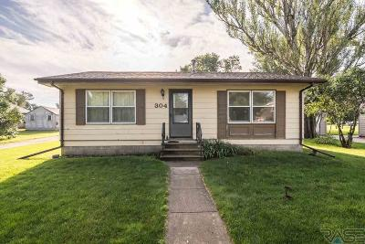 Garretson Single Family Home Active - Contingent Misc: 304 S Depot Ave