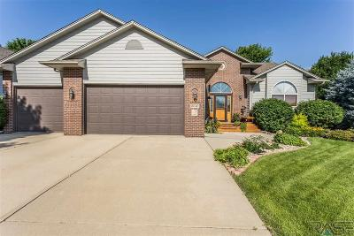 Sioux Falls Single Family Home For Sale: 3240 S Bluegrass Ct