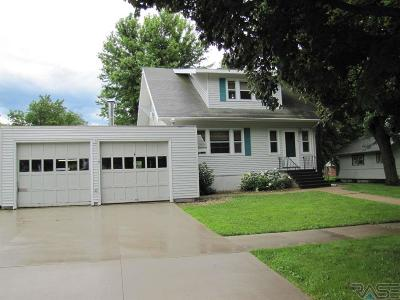 Single Family Home For Sale: 419 E 4th St