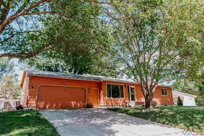 Single Family Home For Sale: 806 E Elm St