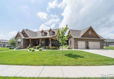 Sioux Falls Single Family Home For Sale: 8405 S Quiet Oak Cir