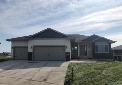 Sioux Falls Single Family Home For Sale: 2604 S Ronell Cir
