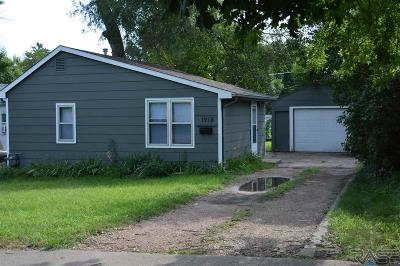 Sioux Falls Single Family Home For Sale: 1216 S Wayland Ave