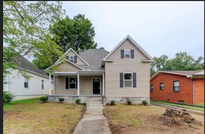Knoxville Single Family Home For Sale: 725 E Quincy Ave