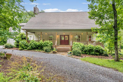 Signal Mountain Single Family Home Contingent: 2690 Brenon Wood Ln