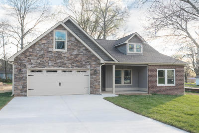 East Ridge Single Family Home Contingent: 6908 Wakerobin Dr