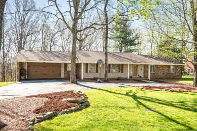 Single Family Home For Sale: 164 Woodcliff Cir