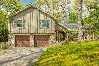 Signal Mountain Single Family Home Contingent: 1 Whispering Pines Dr