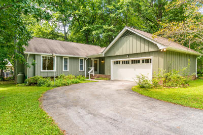 Signal Mountain Single Family Home For Sale: 2201 Mourning Dove Ln