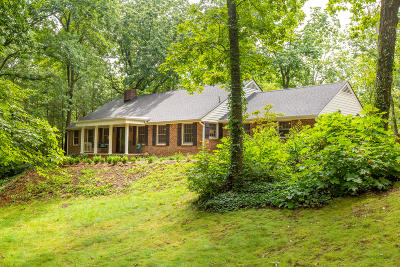 Lookout Mountain Single Family Home Contingent: 106 Robin Hood Tr