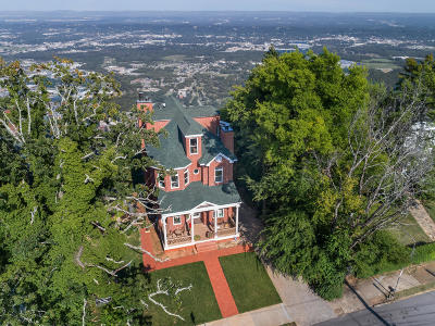 Lookout Mountain Single Family Home For Sale: 1115 E Brow Rd